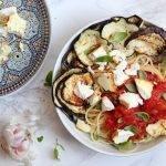 Pasta alla norma met gegrilde aubergine en gebakken ricotta