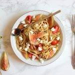 Pasta (linguine) met vijgen, pistache, geitenkaas en een balsamicodressing