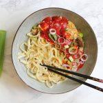 Vegetarische Foe Yong Hai met taugé, champignons en bosui