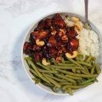 Thaise kip cashew met sojasaus, sperziebonen en rijst