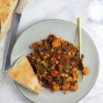 Groentepannetje met boerenkool, worstjes en Turks brood