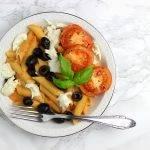 Pasta rode pesto met romige tomaten en olijven