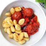 Vega balletjes in tomatensaus met balsamico (bij gebakken gnocchi)