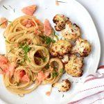 Pasta carbonara met gerookte zalm en geroosterde bloemkool