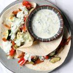 Wraps met Griekse groenten, vega gyros en tzatziki